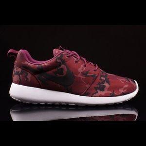 Men's Nike Roshe Run Red Camo Print Sz.